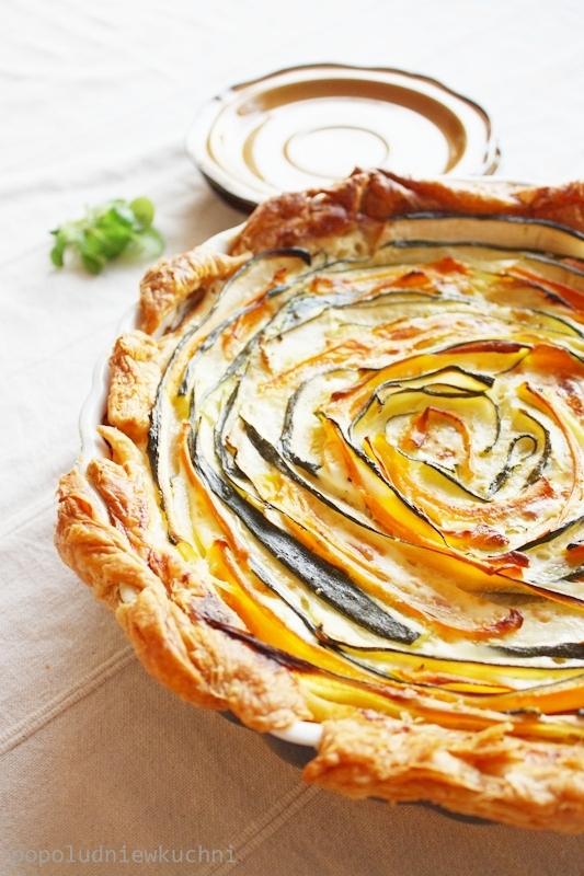 Tarta róża z cukinią, marchewką i serem ricotta