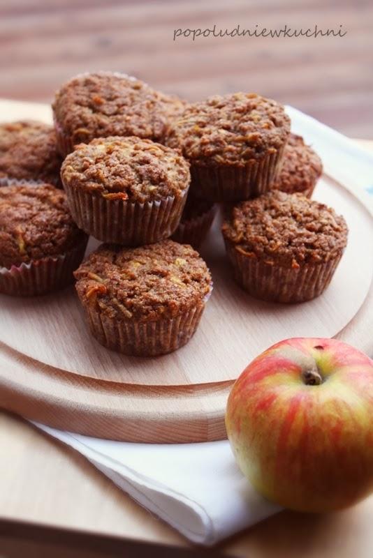 Korzenne razowe muffiny z jabłkami
