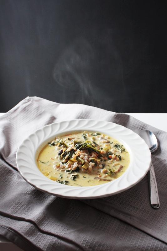 Zupa z kaszą pęczak i jarmużem